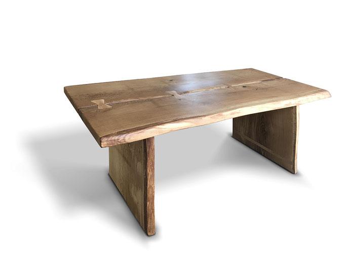 Baumtisch rustikal Eiche mit Tischwangen Gestell