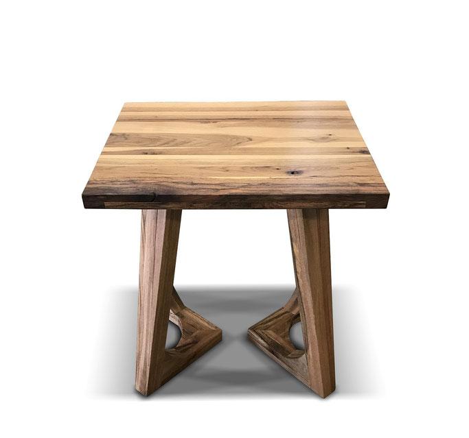 Restaurrant Tisch aus Eiche pur mit ausgefallenem Design