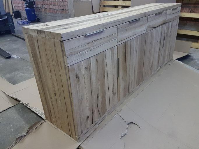 Großes Sideboard, Anrichte aus alter Eiche nach Mass - Sideboard aus alten Eichenbalken.