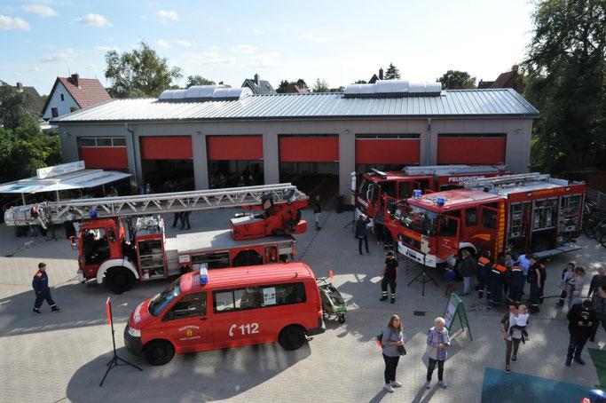 Am 14.09.2019 stellte die Döser Wehr ihre neue Halle und ihre Fahrzeuge der Öffentlichkeit vor.