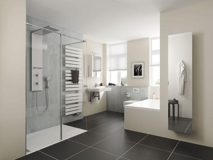 So sieht ein barrierefreies Badezimmer mit flacher Dusche aus
