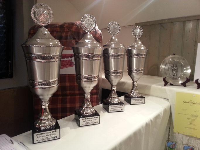 Die Pokale für die Stadtmeister 2014