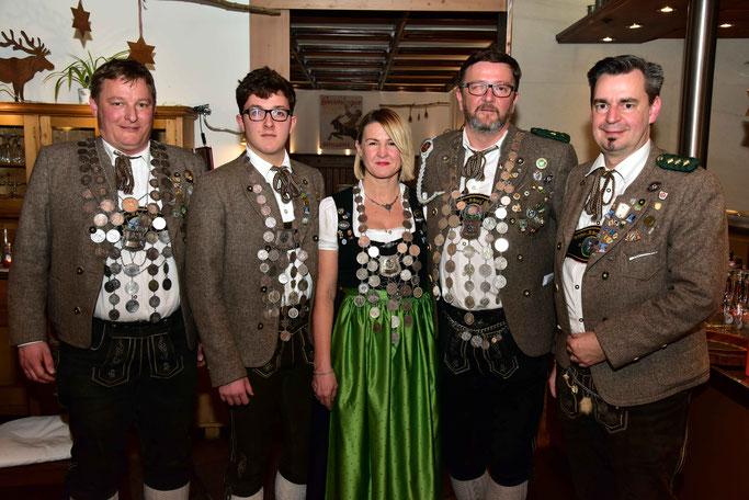 Max Weindl (LG), Michael Kempf (Jugend), Karin von Wartburg (Damen) und Thomas Ploschnitznigg (LP), ganz rechts Philipp von Wartburg (1. Schützenmeister)
