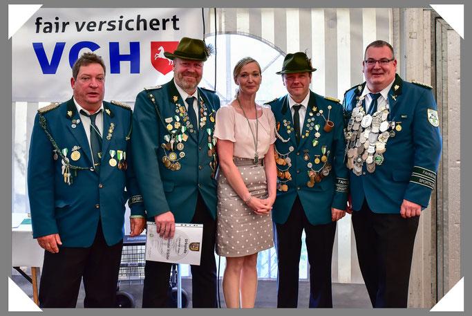 v.l.n.r.: Vizepräsident Kai Igelmann, Fahnenoffizier Christian Zaun, IM Sabrina I. Grieß, Oberst Jörg Läkamp, SM Torben I. Preuss.
