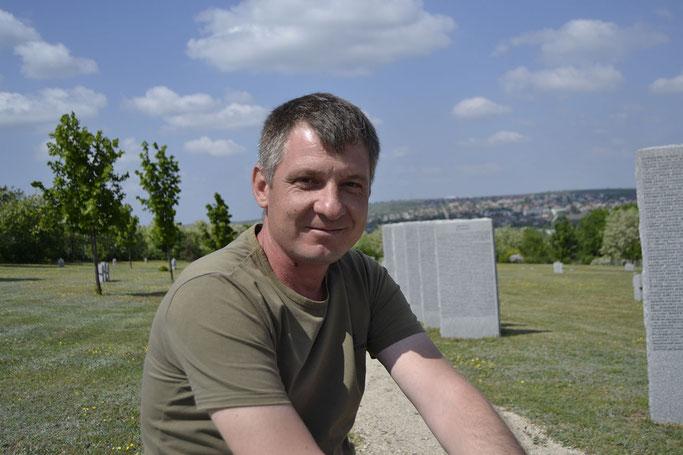 Ruslan Volosin gräbt seit zwölf Jahren nach den Überresten deutscher Soldaten in Moldau. Eigentlich wäre er gern Koch. Foto: Elisabeth Pörnbacher