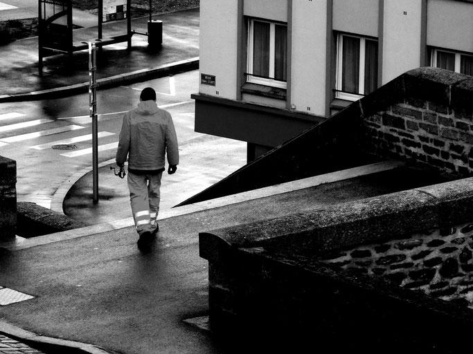 photographe brest photographie de rue port de commerce pêcheur noir et blanc street photo cliché pris sur le vif art artiste artistique galerie bretagne finistère plougastel-daoulas