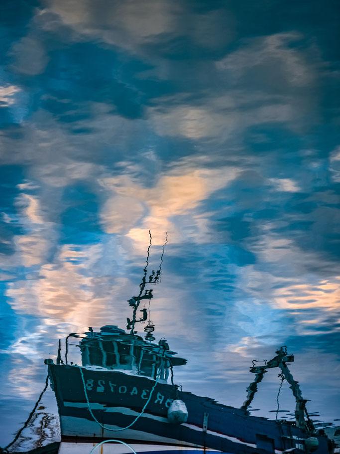 De retour au port  Rien d'autre n'a été pêché  Qu'un peu de nuages