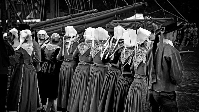 Plougastel-Daoulas Plougastell costume coiffe mariage vieux gréément fête du Maërl gavote danse Bretagne noir & blanc