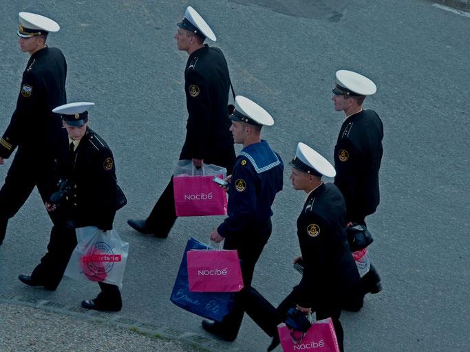 Groupe de marins en permission - Centre de Brest - 2011