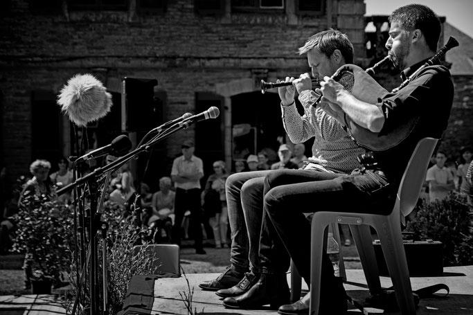 sonneurs biniou bombarde Gourin photo n&b Bretagne musique traditionnelle bretonne Couple de sonneurs Tymen / Kerveillant