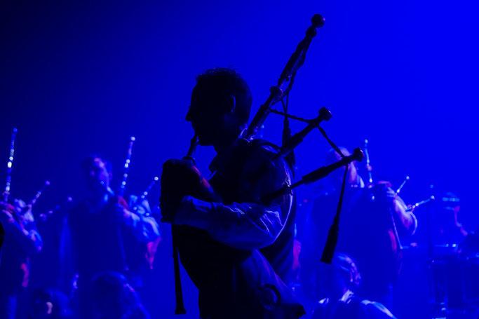 Bagad cornemuse biniou bras silhouette bagpipe Bretagne scène Bro Dreger Perros-Guirec Brest Championnat National des Bagadoù Sonerion