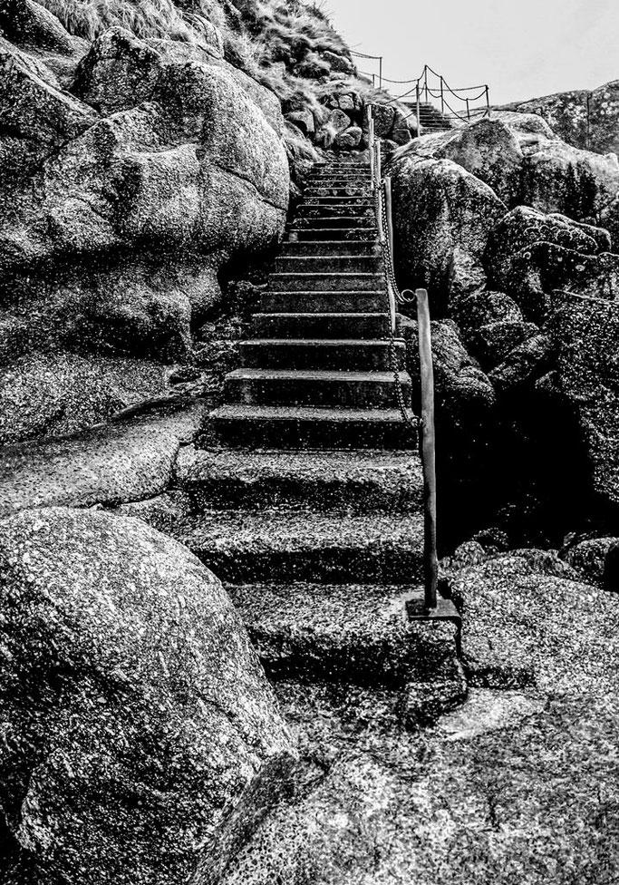 Les rochers cherchant  À grimper les escaliers  Espoir et Patience