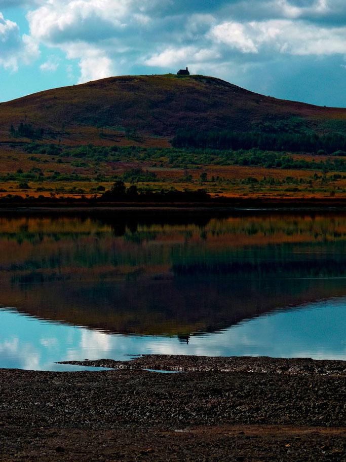 Symétrie bossue  De la montagne du miroir  Contre celle du sommet