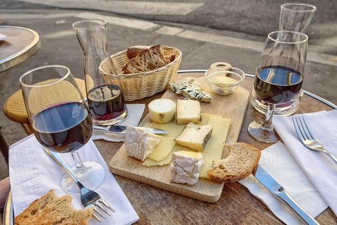Käseplatte Wein Baguette Paris