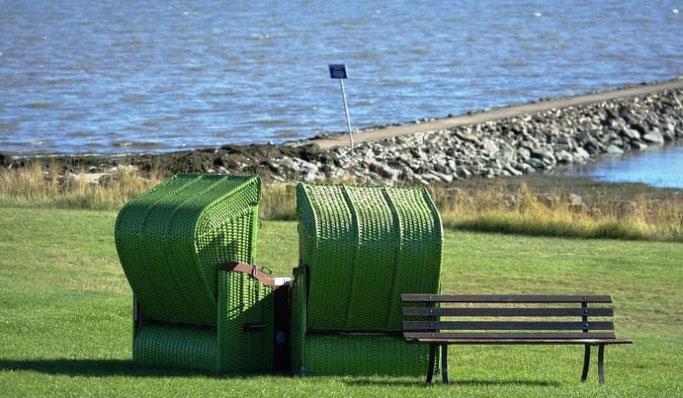 Pellworm grüner Strand Strandkörbe