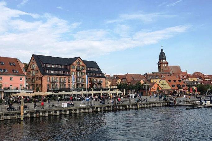 Urlaub mit dem Auto Müritz Waren Hafen Promenade