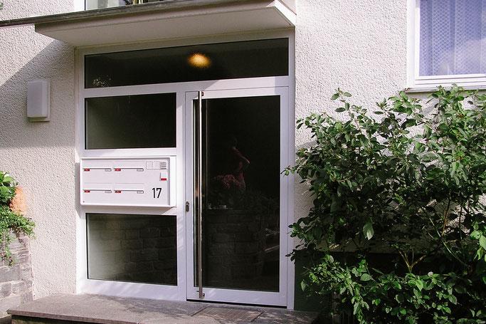 Haustüre mit integrierter Briefkastenanlage