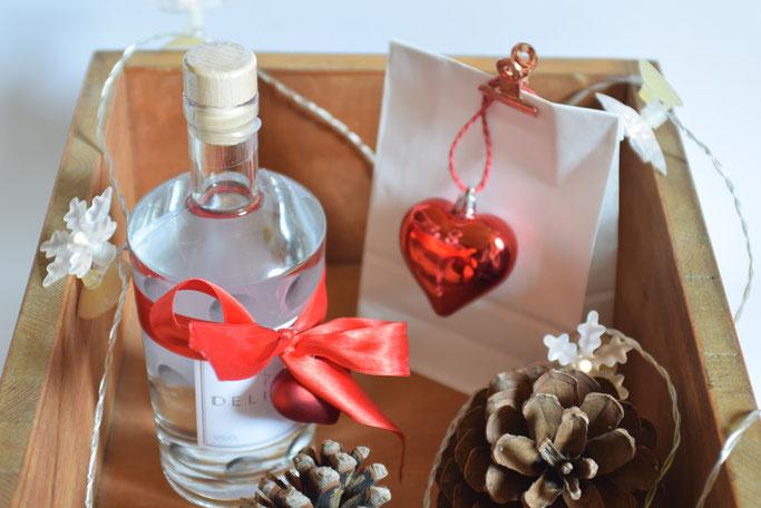DELIRIUM Pfalz Dry Gin mit einem leckeren Longdrink Rezept und einer Weihnachtsgeschenkidee für Männer.