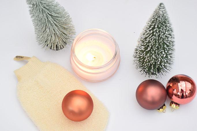 Winterliche Pflege: Die besten Entspannungstricks in der Vorweihnachtszeit, wie mit einer Hot-Stone Massage.