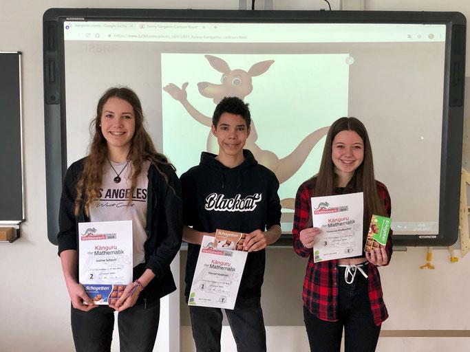 Platz 2: Joeline Schiestl, Platz 1: Marcel Stadlmair, Platz 3: Vanessa Rissbacher (v.l.)