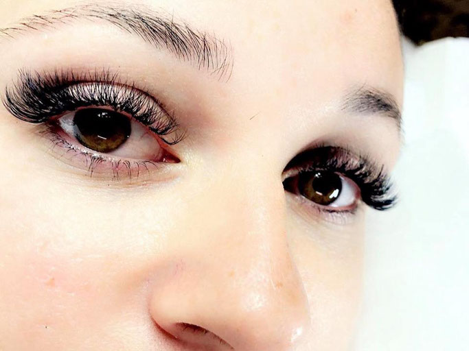 Künstlich verlängerte Wimpern