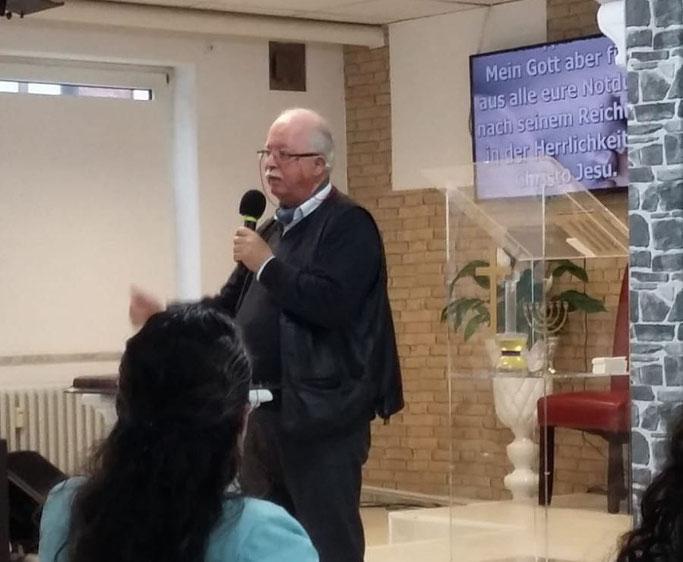 Vorstellung von Kontrapunkt. Bibel in der spanischen MMM-Gemeinde in Hamburg