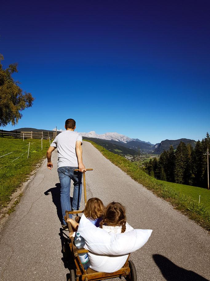 Berge, Bollerwagen und funkelnde Kinderaugen