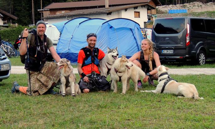 Karwendeldogtrekking - Siegerteam vom Hike   von rechts:  Kerstin Kadletz/Thomas Mittermann/Der Hundewanderer