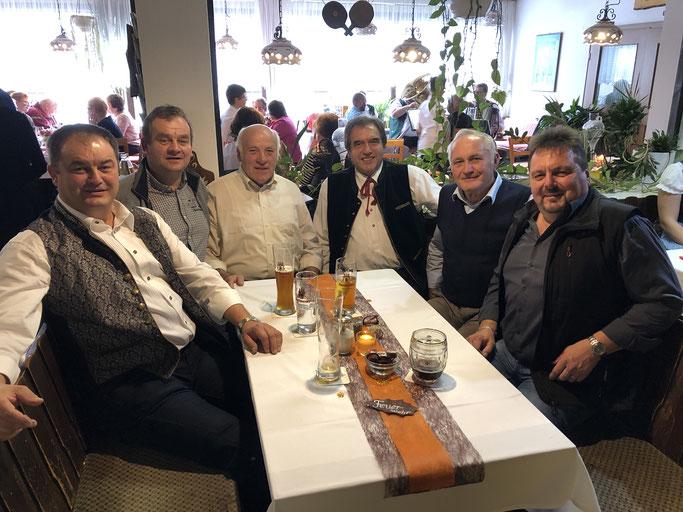 v.l. 1.Kommandant/KBM Ludwig Jacob, 1. Vorsitzender Robert Jacob, Josef Weiß, Jubiliar Gebhard Schöffman, Fritz Lemberger, KBI Bernhard Süß