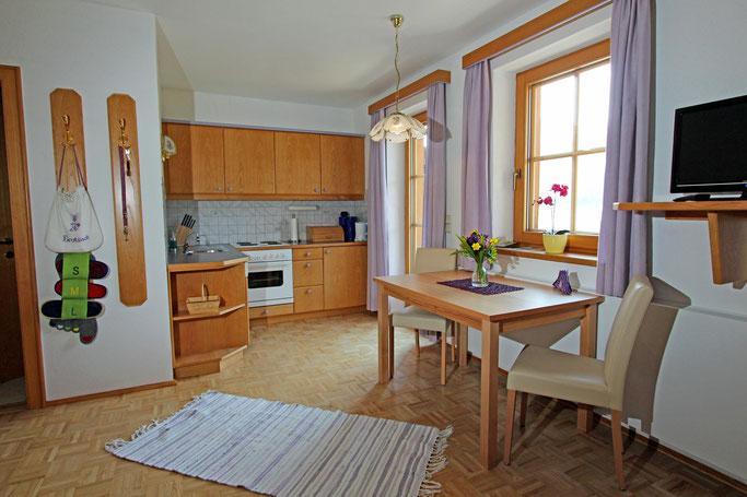 Haus Aichholzer - Neusach - Weissensee - Kaernten - Wohnzimmer mit Esstisch