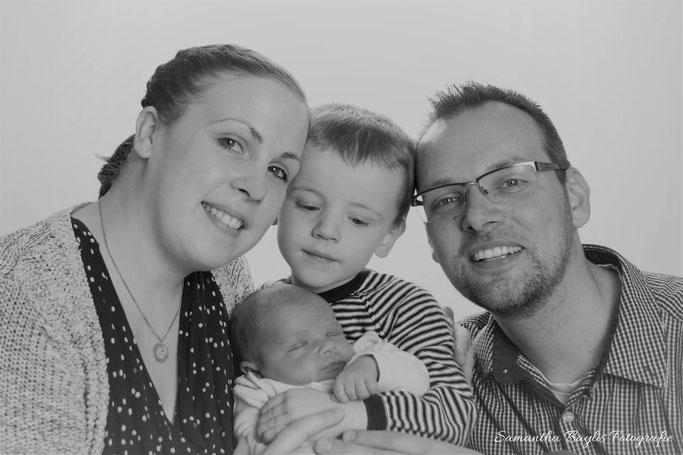 Samantha Baylis Fotografie Neugeborene Shooting Newborn Familie
