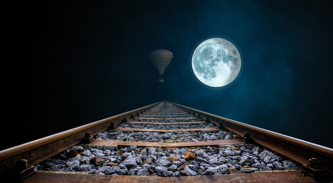 Zugschienen zum Mond