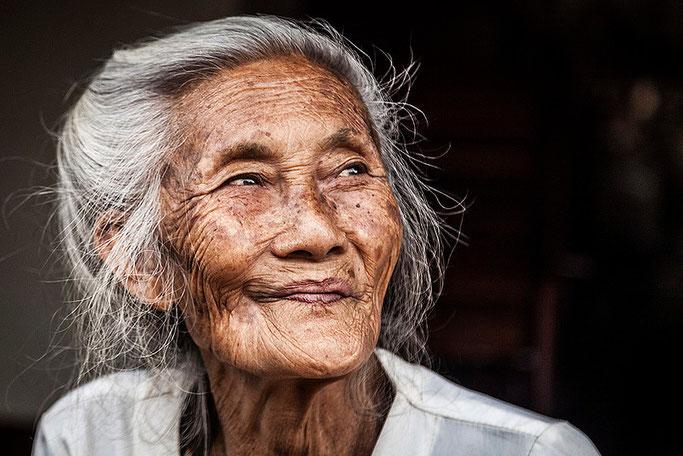 Una anciana muy simpática, en Muang Ngoi.