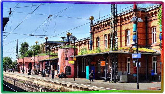 Hundertwasser Bahnhof Uelzen. Ansicht des Bahnsteiges