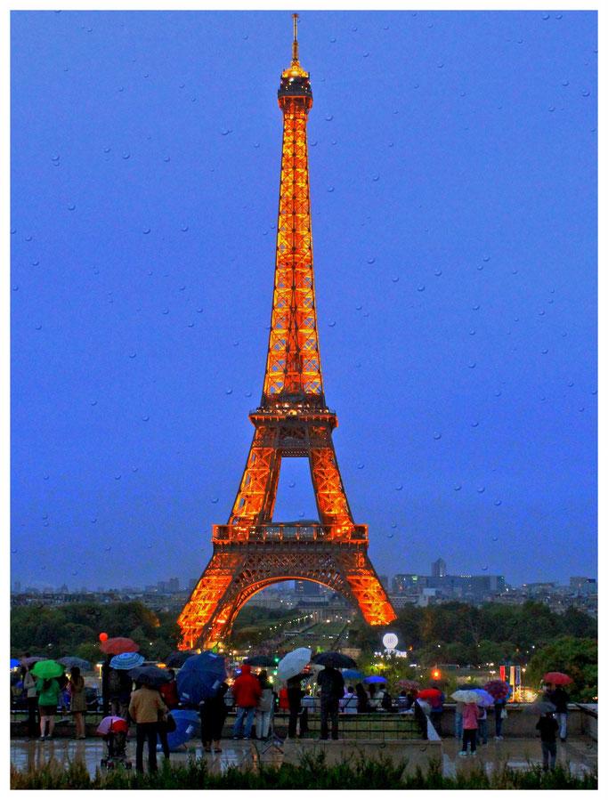 Paris, Illuminierter Eiffelturm,