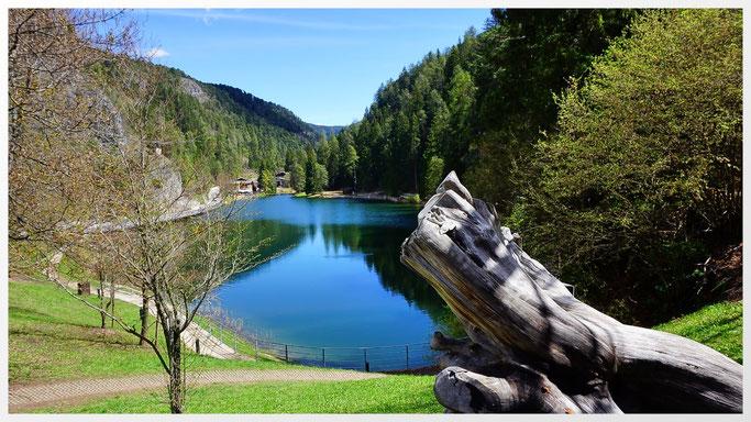 Lago Smeraldo in Fondo