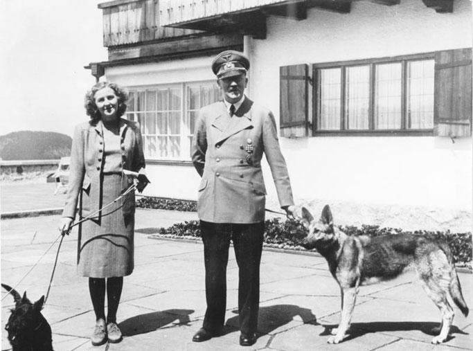 Eva Braun und Hitler auf dem Berghof. Foto: Bundesarchiv