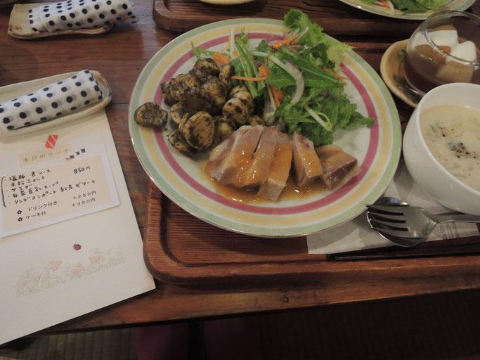 この日のランチ☆塩豚の杏ソース・バジルの効いた米粉ニョッキ・和風ドレッシングサラダ・白菜豆乳スープ・シナモンリンゴコンポートと紅茶ゼリー 850円☆