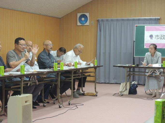 新見市政懇談会、お出かけ市長室。右の女性が池田市長。