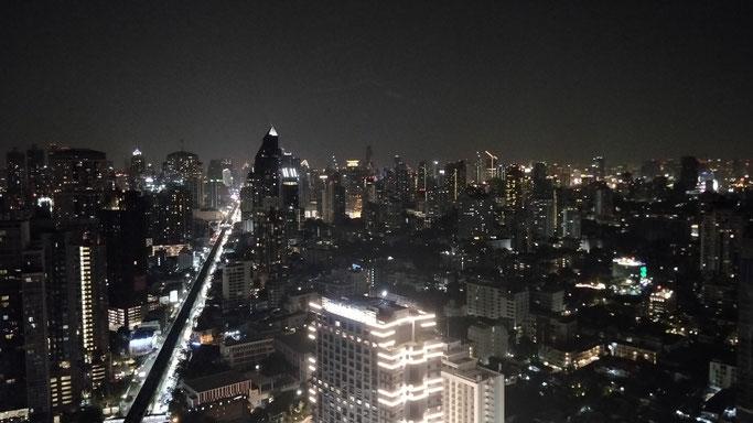 ...et l'avenue Sukhumvit, la plus longue de Thaïlande