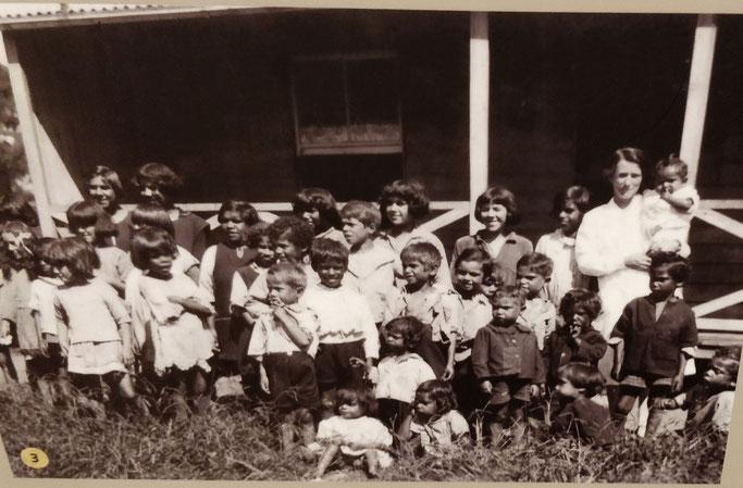 """Dans l'un des pensionnats de """"protection"""" des aborigènes"""