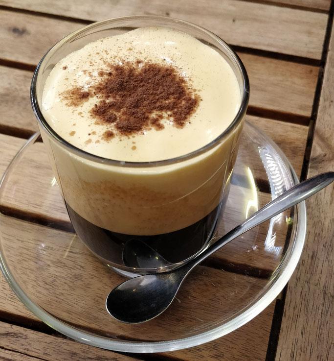 Café, oeuf battu avec du lait concentré... on est pas sur un truc léger léger