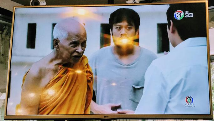 """Ah oui et aussi il y a des moines bouddhistes dans le """"Plus Belle la Vie"""" thaï...."""