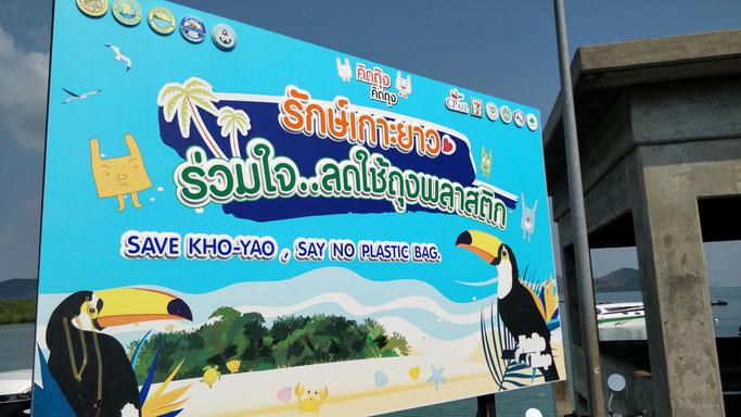 Sur Yao Noi, on est accueillis par ce panneau...et pourtant, ils donnent des sacs plastiques même pour tenir les gobelets à emporter...