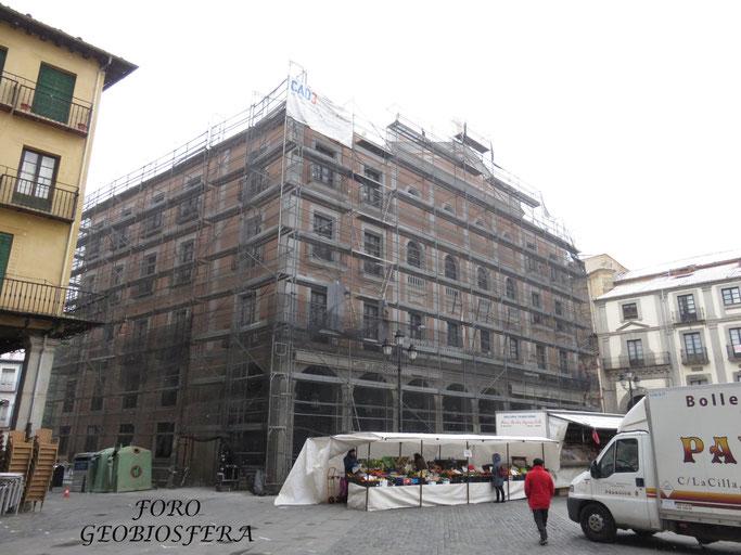Andamiaje para la rehabilitación de la fachada del teatro Juan Bravo (Foto: F. Javier Saez Frayssinet)