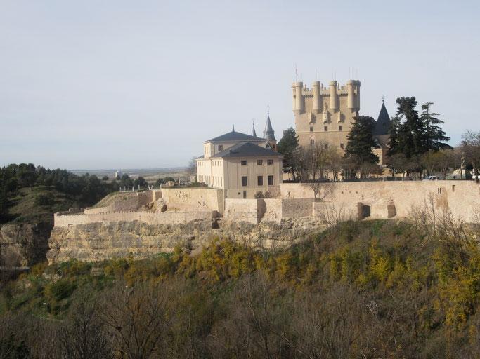 Vista general del paño de la muralla restaurado. (Fuente: https://www.alcazardesegovia.com/)