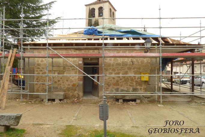 La obra consistió en la remoción y sustitución completa de la cubierta del edificio con la colocación de sistemas de aislamiento bajo teja. (Foto: F. Javier Sáez Frayssinet)