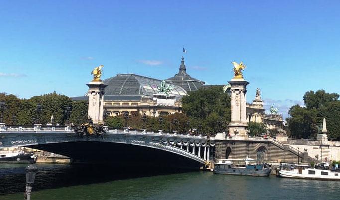 Busreise Paris Sehenswürdigkeiten an einem Tag Pont Alexandre III