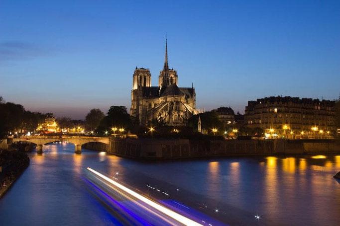 Paris Notre Dame bei Nacht