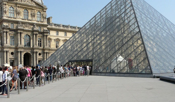 Louvre Pyramide Eingang Museum